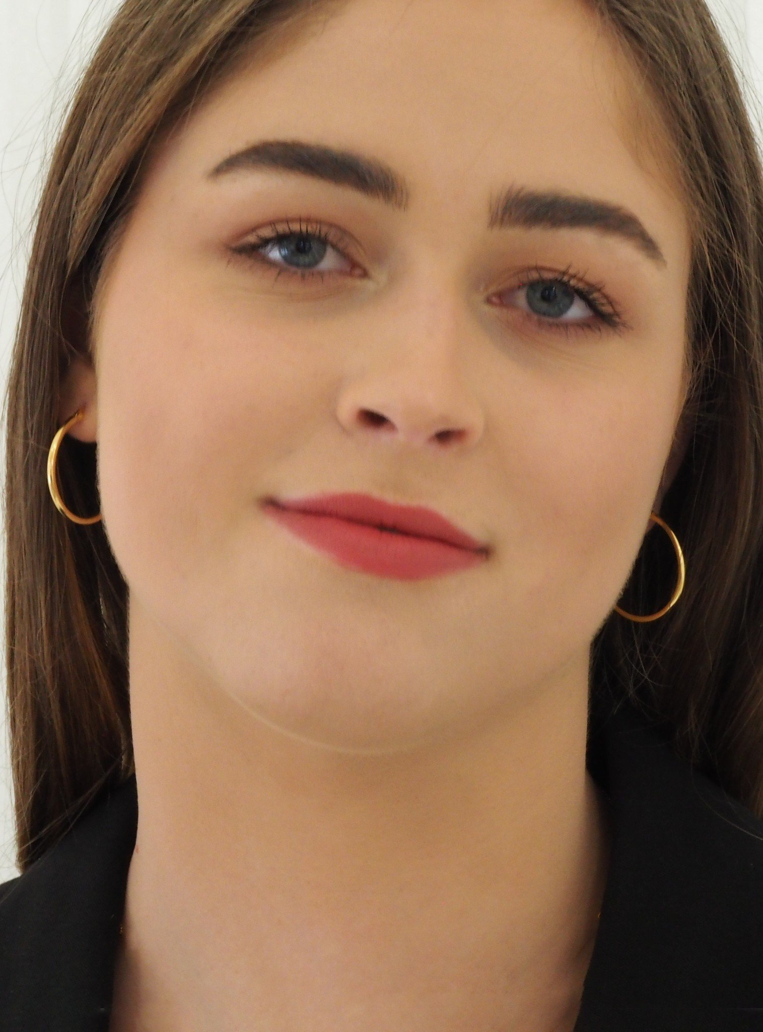 Dakota Simple Hoop Earrings in Gold